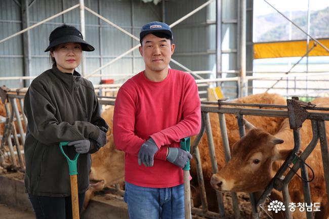 2040 젊은농군-칠갑산목장 명경훈 · 신수향 부부