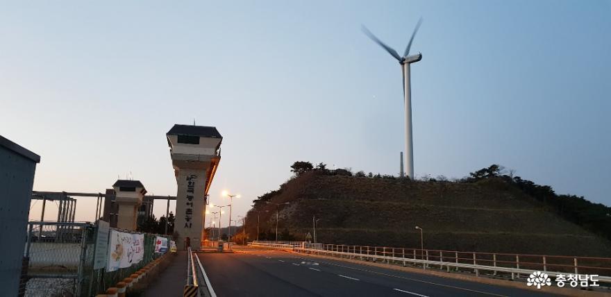 남당리 해안도로를 달리던 중 만난 풍역 발전기 3