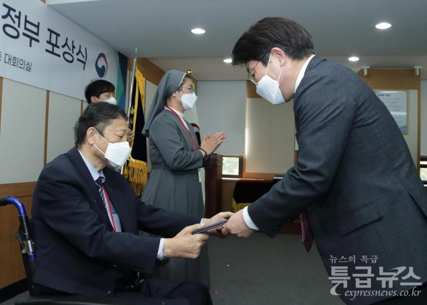 (사)충남다문화가정협회장 박인규 회장, 대통령표창 수상