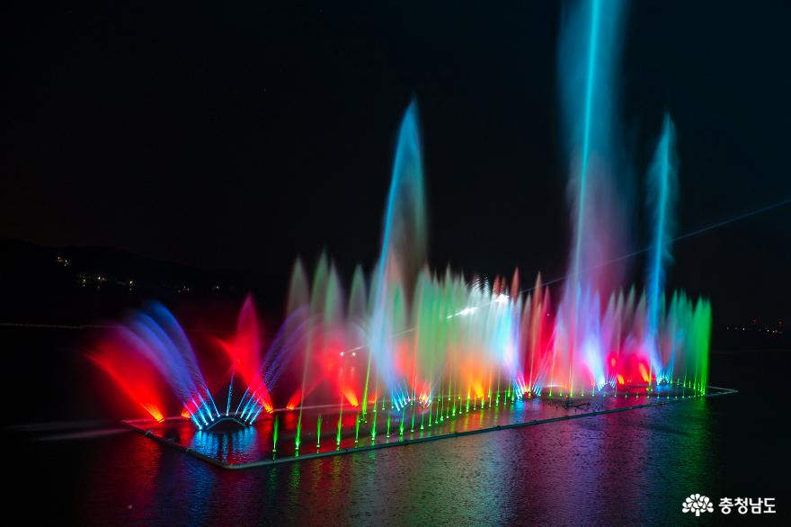 물·빛·음악이 어우러지는 예당호 음악분수 10