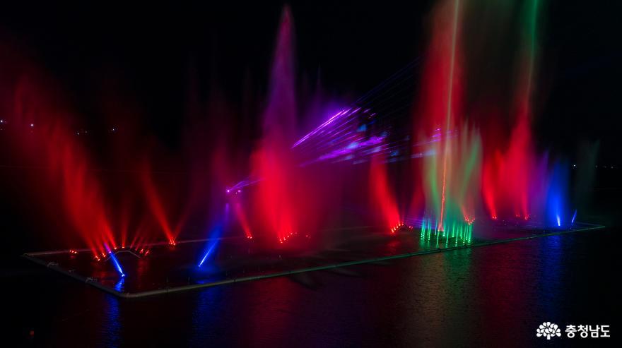 물·빛·음악이 어우러지는 예당호 음악분수 11