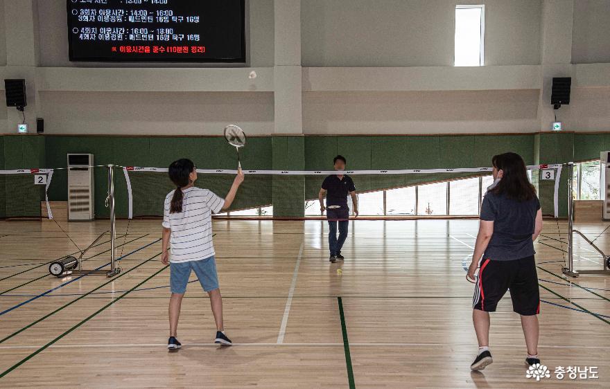 배방스포츠센터 다목적체육관 배드민턴 코트