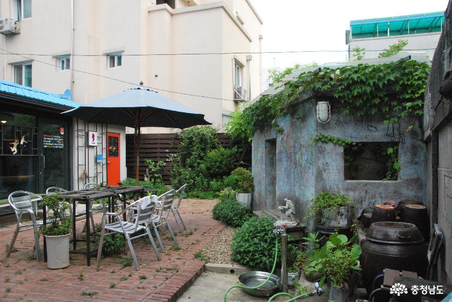 걸음걸음 파란색 포인트가 매력적인 차(茶)문화 공간 '루치아의 뜰' 10