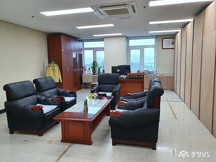 아산시의회 '부의장실 논란' 일단락…김희영 부의장실 의원사무실 한켠에 마련 1
