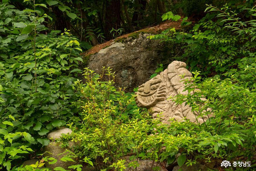 토속적 느낌 가득한 유구 관불산 관불암 사진