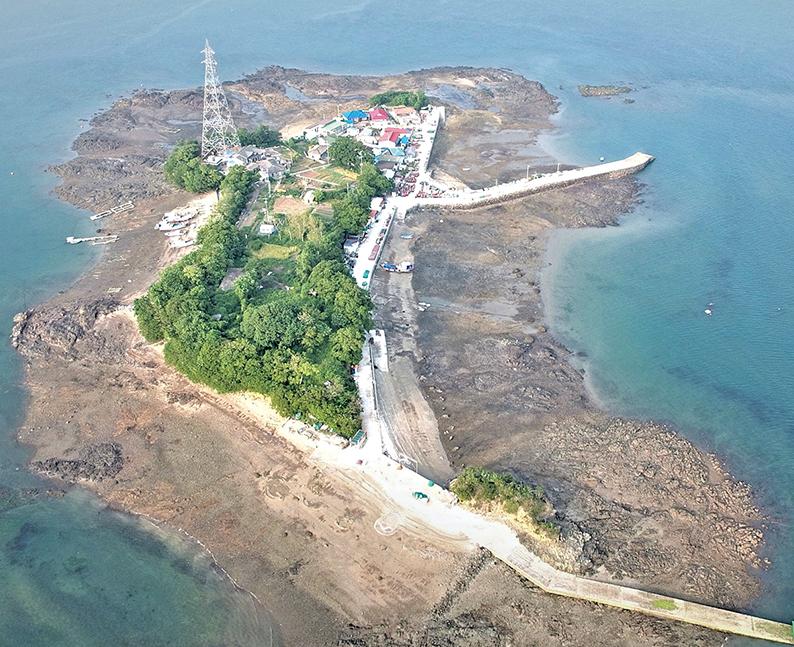 천수만의 반달모양 섬