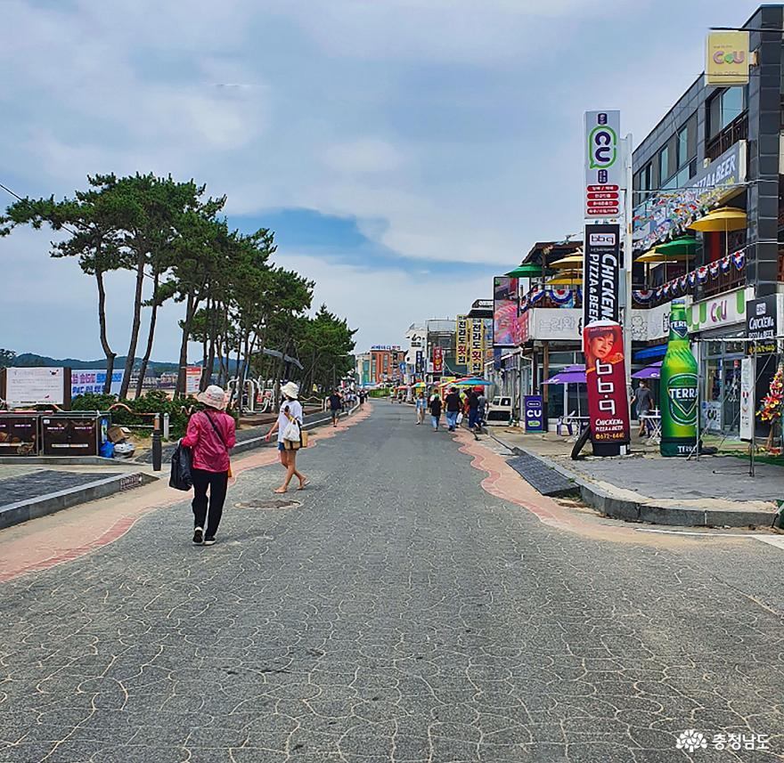 태안군, 만리포해수욕장 새로운 도전 '차 없는 거리' 운영!