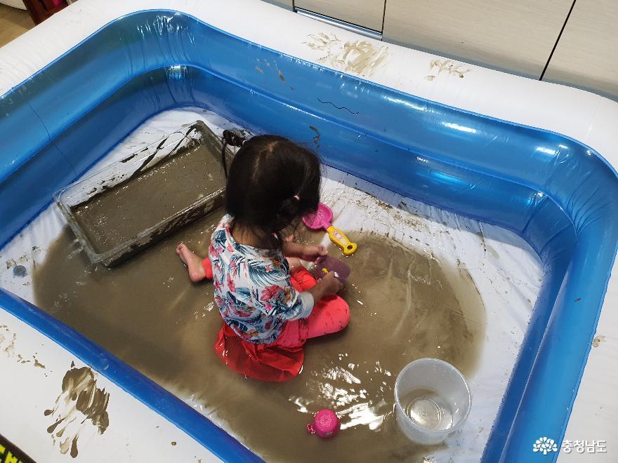 물까지 추가하여 즐겁게 집콕라이브를 즐기는 중
