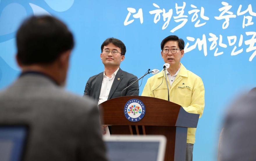 안장헌 도의원이 양승조 지사와 함께 천안아산 강소특구 지정 기자회견을 하고 있다.