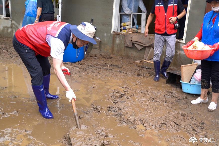 지역 곳곳 수해복구에 자원봉사자 구슬땀 9