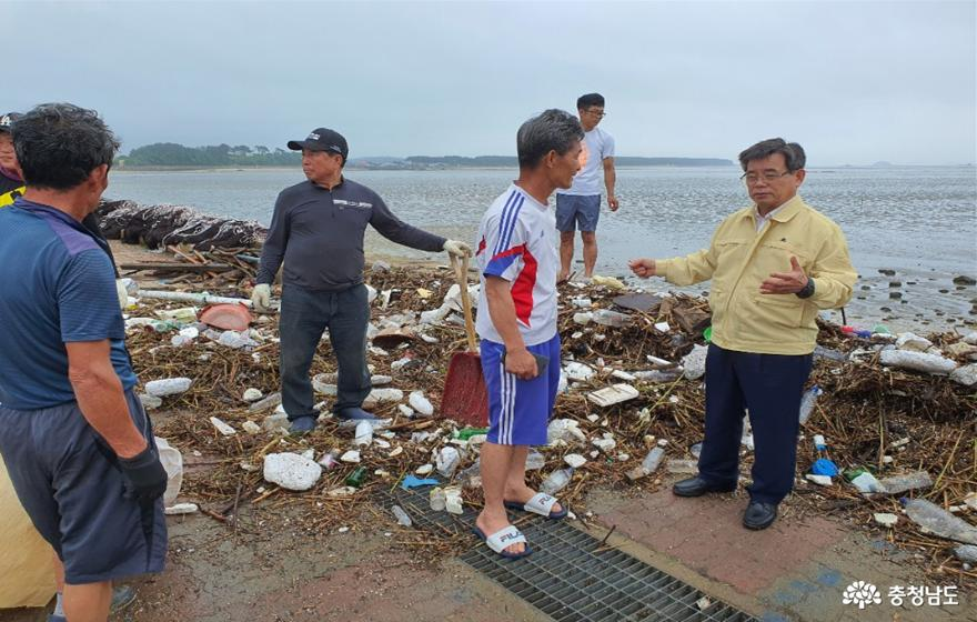 서천은 지금 수해쓰레기와의 전쟁 중 1