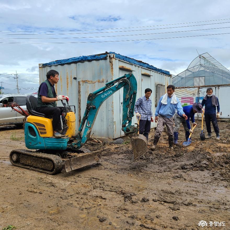 폭우의 상처를 치유하는 '이웃의 따스한 손길'