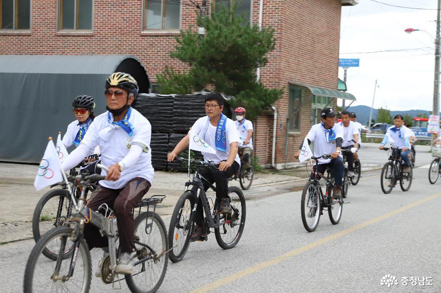 자전거 타기로 한민족 하나 강조