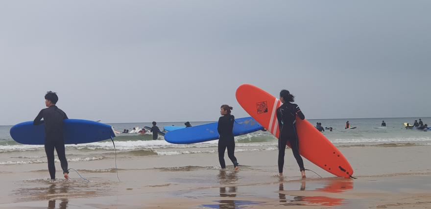 코로나19 확산에도 만리포니아는 서핑객 '북적'