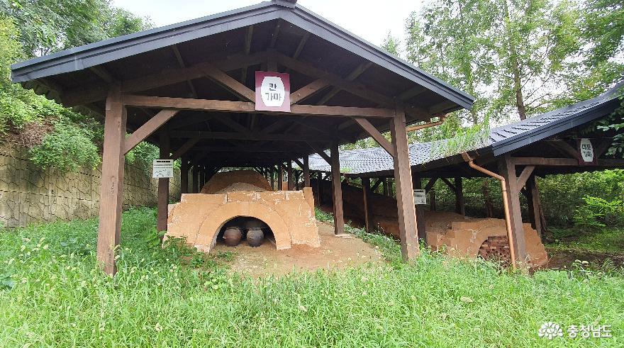 전통 옹기가마. 체험관에는 모두 3기의 전통가마가 있다.