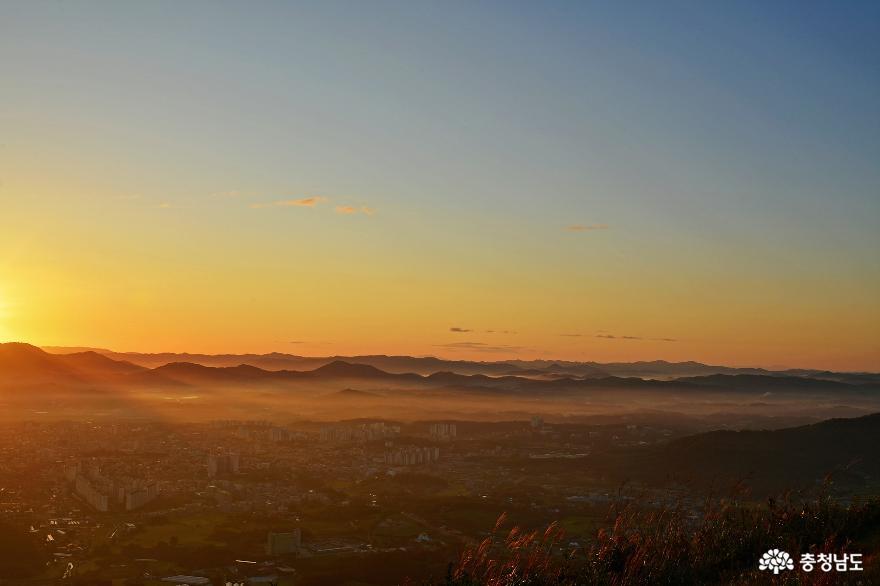 아름다운 홍성의 풍경을 만날 수 있는 백월산 일출 산행
