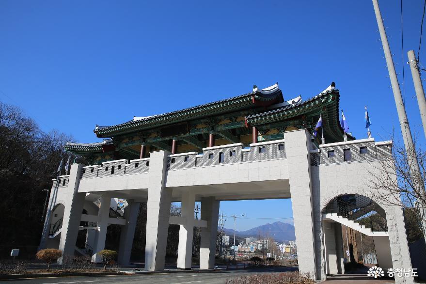 2021계룡세계군문화엑스포의 관문 계룡문과 쉼터