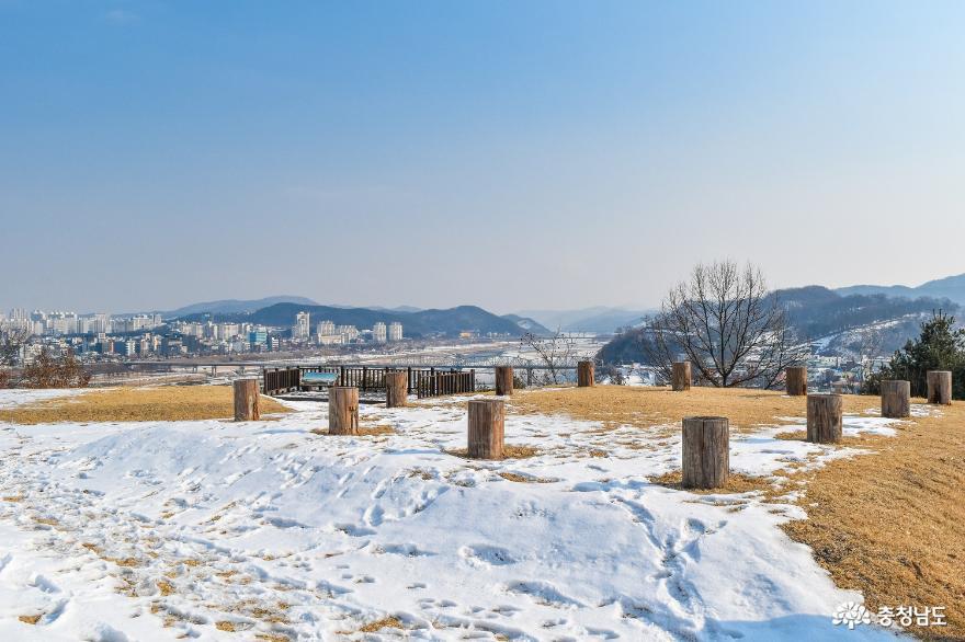 [통통충남]금강과 공산성을 조망할 수 있는 정지산 유적에 올라