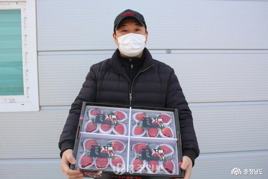전국 최초 재배 성공한 '아리향 딸기' 수출길 '물꼬' 열리다
