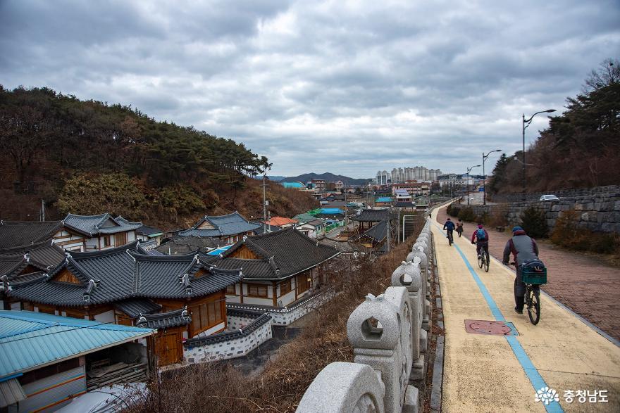 공주의 옛모습을 볼 수 있는 송산리 한옥 벽화마을