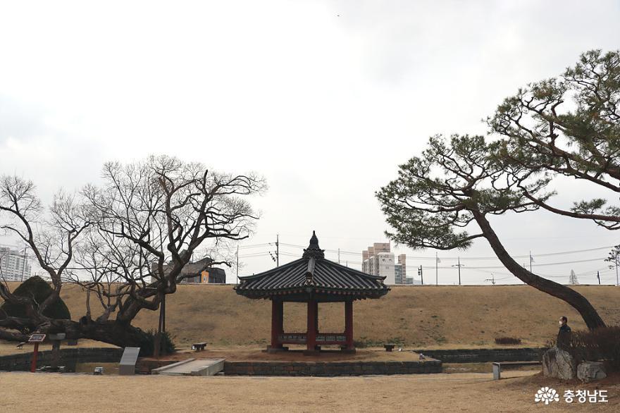 홍주성 안 아름다운 정원 '여하정(余何亭)'
