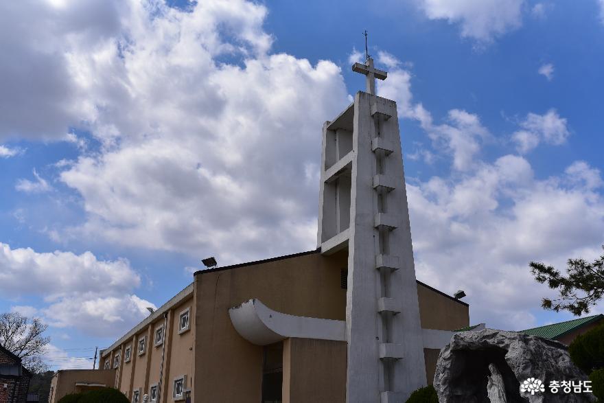 한적한 시골마을의 아름다운 성당