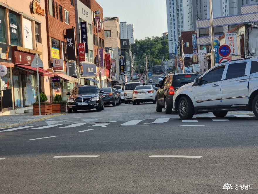 '걷고 싶은 거리'가 교통체증으로 '상급정체 구간'이 된 사연