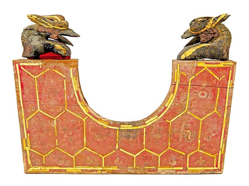 봉황머리 장식된 왕비 베개