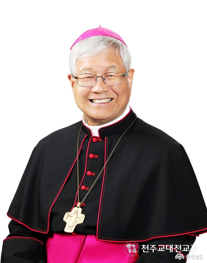 유흥식 대주교 교황청 성직자성 장관에 임명