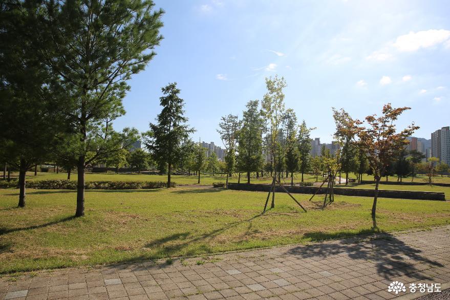 내포신도시의 건강한 홍예공원의 건강길 코스
