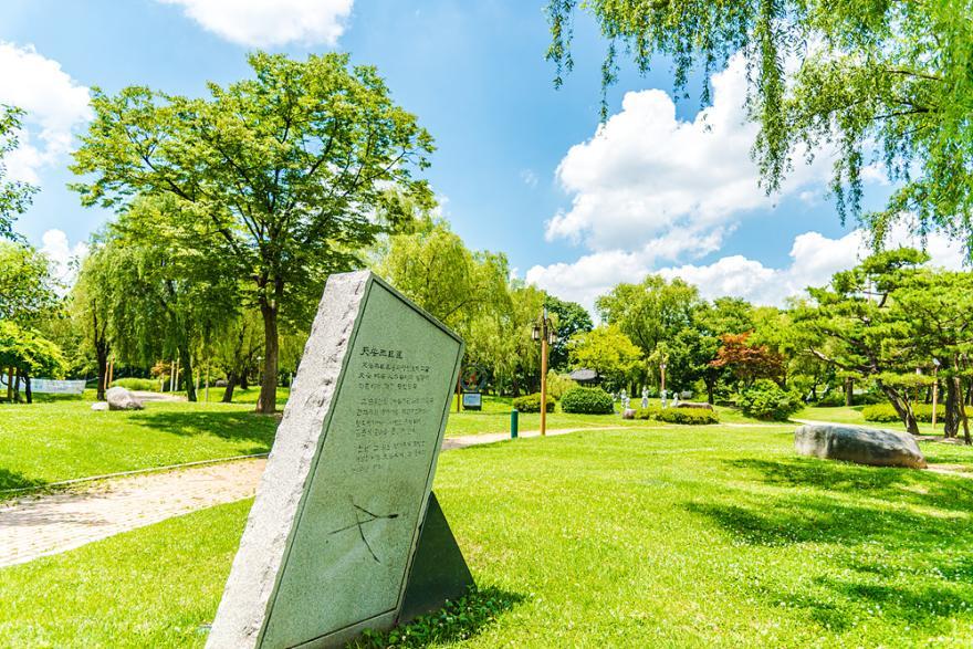 천안 12경중 1경인 천안삼거리공원을 거닐다.